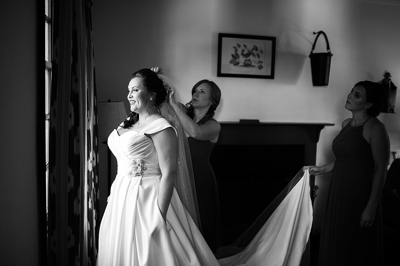 Bride getting ready at Colonial Williamsburg